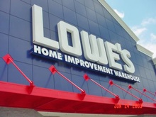 lowe's storefront sign